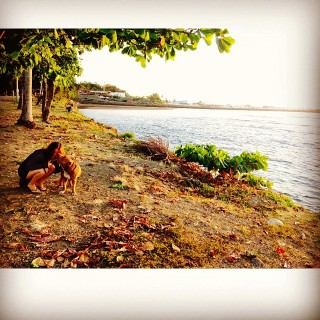 Zoe enjoying the Quepos town seaside