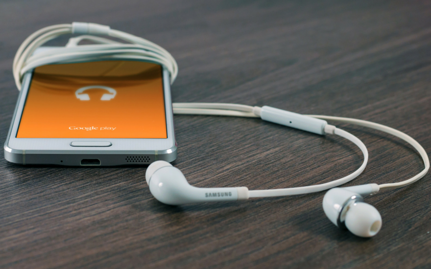 8 of The Best Volunteer Podcasts To Download Now