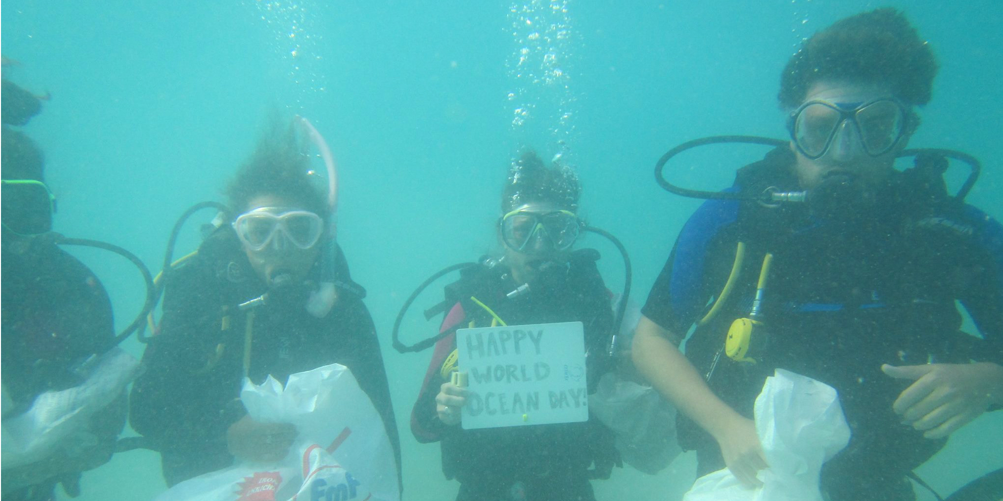 GVI marine conservation participants complete a Dive Against Debris, in an effort to save the oceans.
