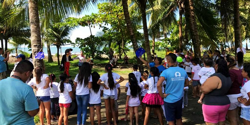 GVI participants doing community volunteering in Quepos.