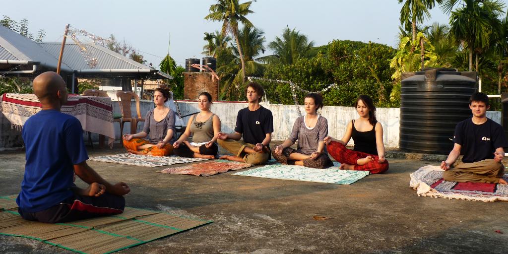 Essayez le yoga méditatif à Kochi en Inde.